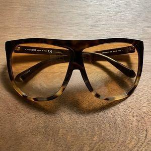 9.8/10 Loewe sunglasses